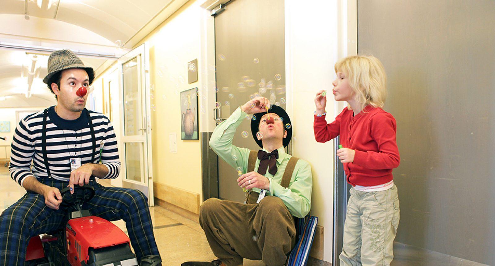 Såpebobler Ⓒ Foto Mathias Jørgensen, Sykehusklovnene