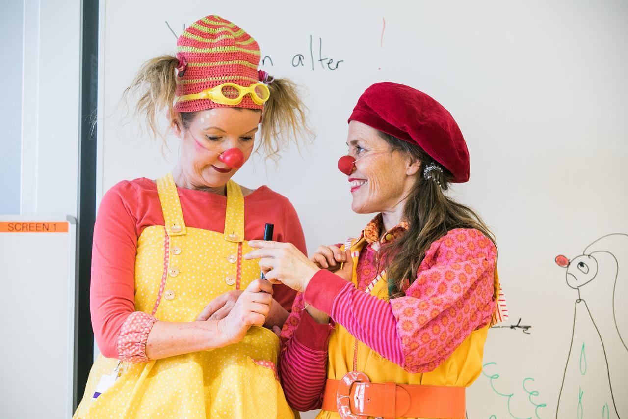Beatrix og Pling underviser i sykehusklovning